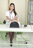 Узкоглазая медсестра в кабинете трахает анал секс игрушкой 1 фотография