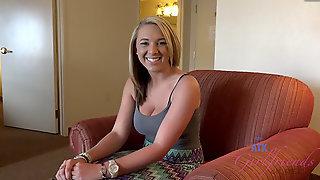 Brooke Wylde после похода в дельфинарий обнажилась в ванной