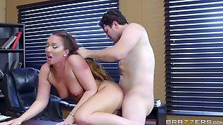 Maddy Oreilly и Preston Parker занимаются сексом в рабочем кабинете