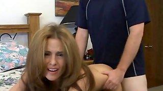 Любовник жарит мамашу на диване и заливает ее спермой