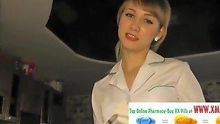 Медсестра в белых перчатках трахается с партнером и принимает сперму на лицо