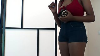 Темнокожая моделька на кастинге отдалась агенту