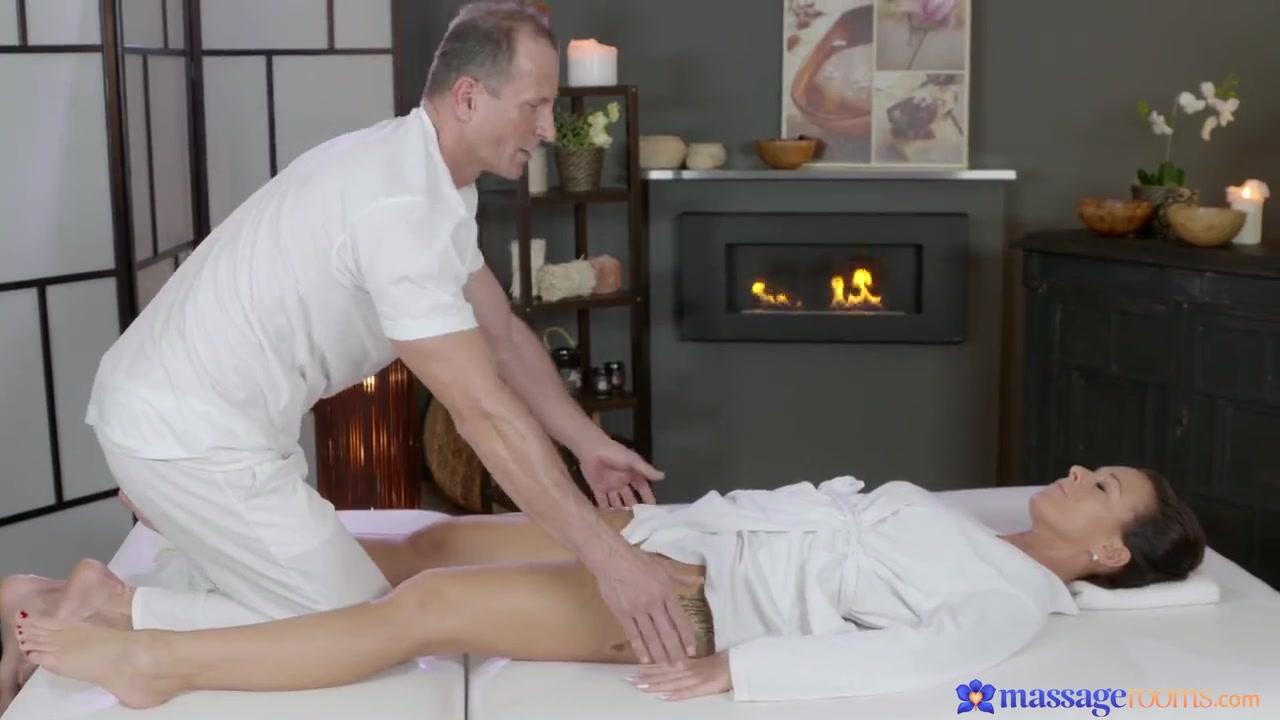 Занялись Групповым Сексом На Массажном Столе