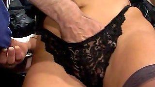 Белокурая мамаша с большими дойками наслаждается пенисом партнера
