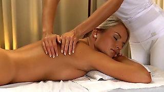 опытная спортивная массажистка порно фото