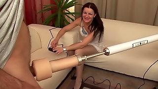 Radka Z опробовала секс машину и после этого отдалась двоим мужикам