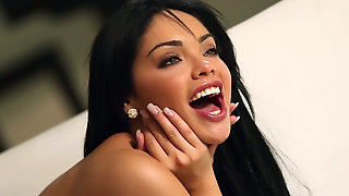 Мужик поставил Selena Rose раком и страстно трахнул