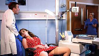 Доктор на кресле отодрал симпатичную пациентку