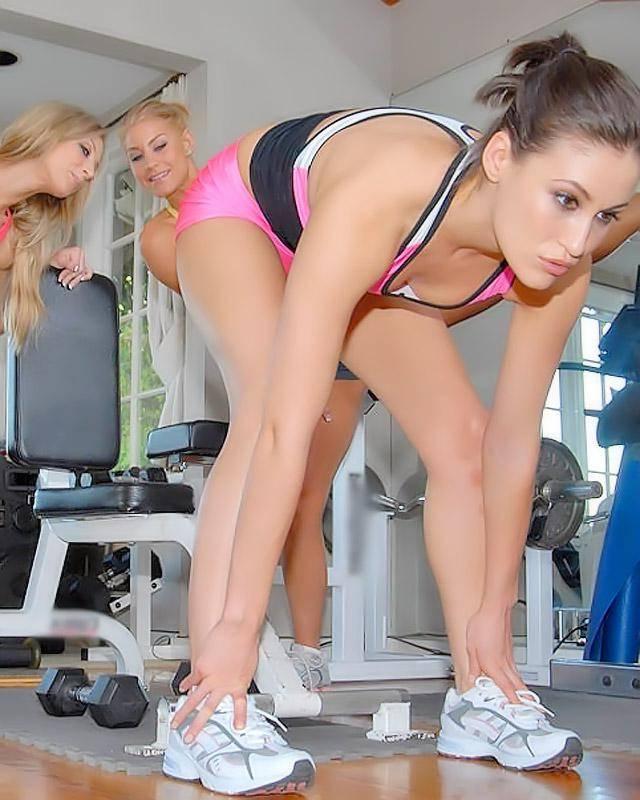 Лесби перепихон в фитнес клубе