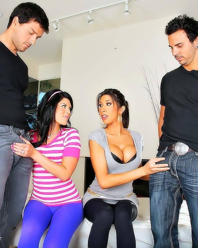 Анал с девушками в лосинах