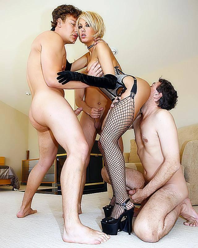 Групповой ебля с порно звездой секс фото