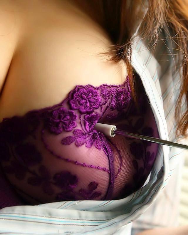 Девушка с красивой грудью и очень волосатой пиздой
