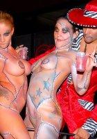 Хэллоуин в ночном клубе закончился массовым трахом 15 фотография