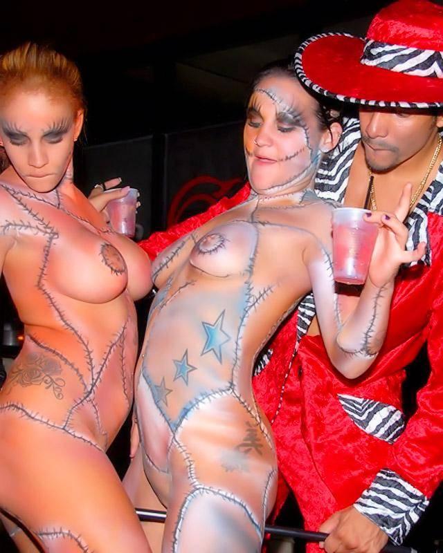 Хэллоуин в ночном клубе закончился массовым трахом