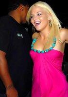 Красивые и голые телки зажигают в ночном клубе 2 фотография