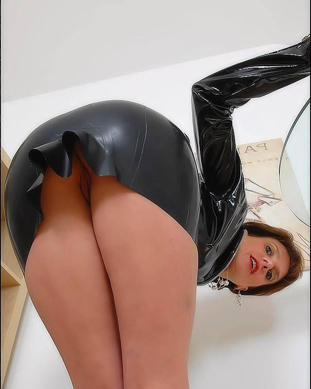 Секретарша в латексе любит радостний секс