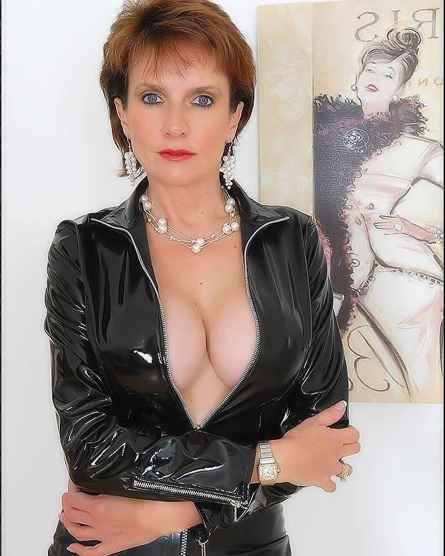 Секретарша в латексе жаждет радостний секс секс фото