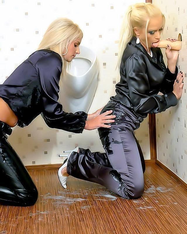 Озабоченный Начальник Сделал В Туалете Комнату Для Минета Порно И Секс Фото Миньета