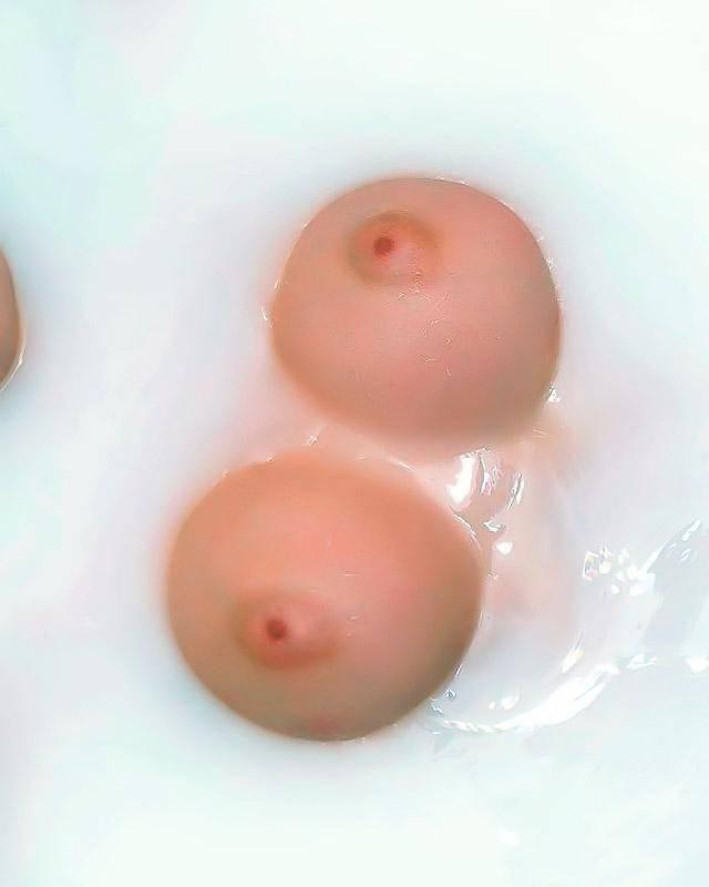 Грудастая чика принимает душ секс фото