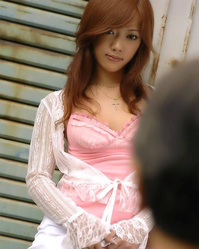 Азиатка в красивых бикини оголяет свою небритую письку смотреть эротику