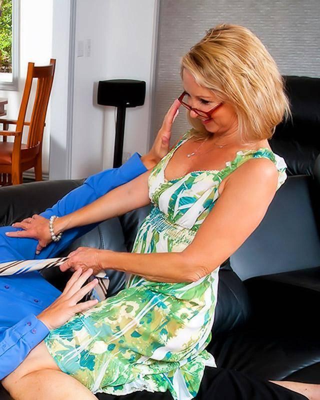 Бабулька Отжигает Со Своим Молодым Подчененным Порно И Секс Фото Бабушек