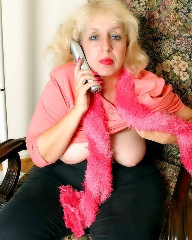 Бабулькая жаждет роскошный секс по телефону