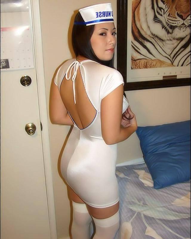 Сексуальная медсестра в красивых чулках
