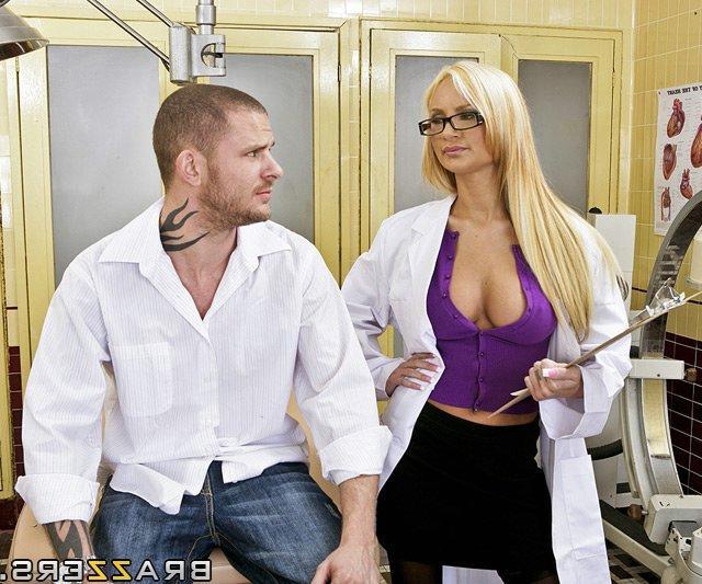 Сексуальная докторша