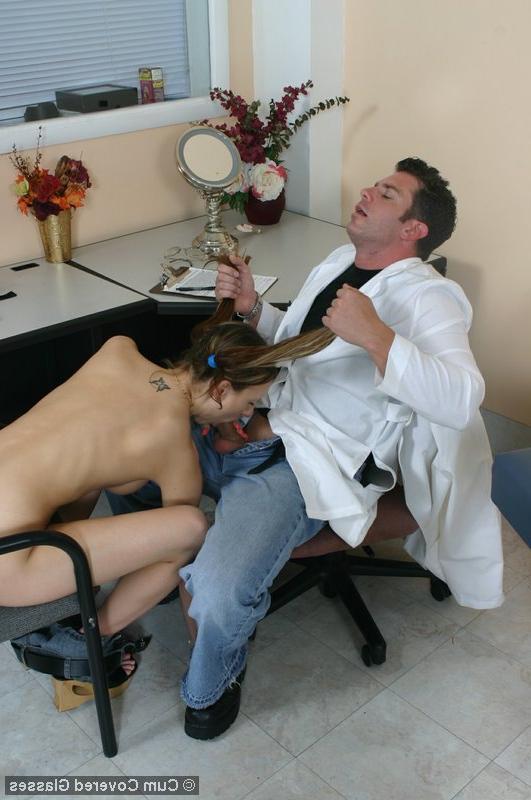 Доктор выеб девушку секс фото