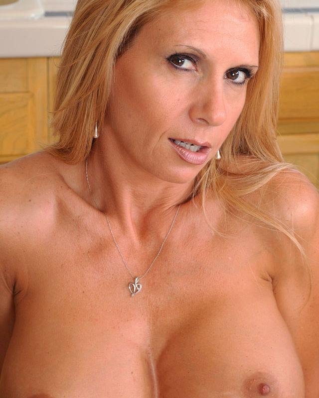 Грудастая Brooke Tyler Порно И Секс Фото С Большими Титьками