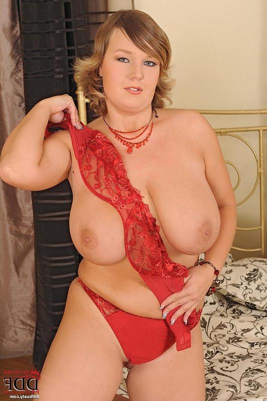 Хорошенькая голая тостушка секс фото