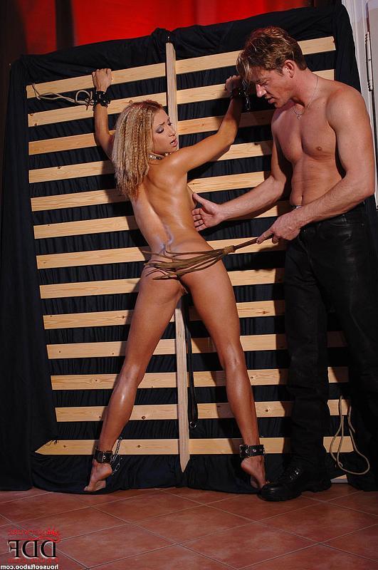Мужик Держит Шалаву На Поводке Порно И Секс Фото С Блондинками