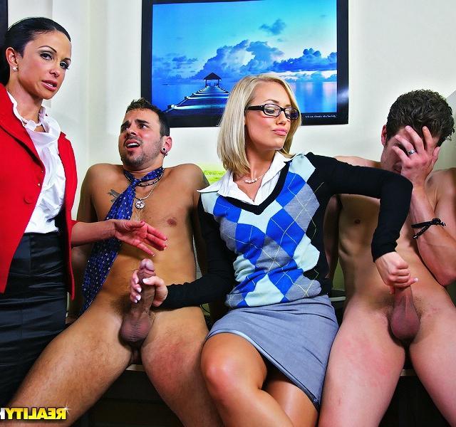 Клевая секс-оргия в офисе