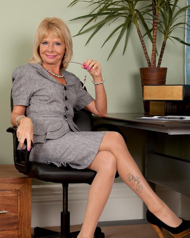Классная Тетка Cathy Oakely Показывает Пизду И Сиськи Порно И Секс Фото С Блондинками