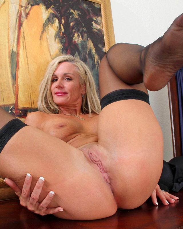 Jena Jackson демонстрирует свои лучшие стороны