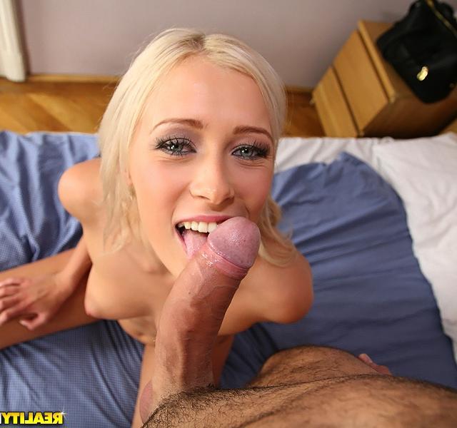 Отличная порнуха с белокурой Тиной