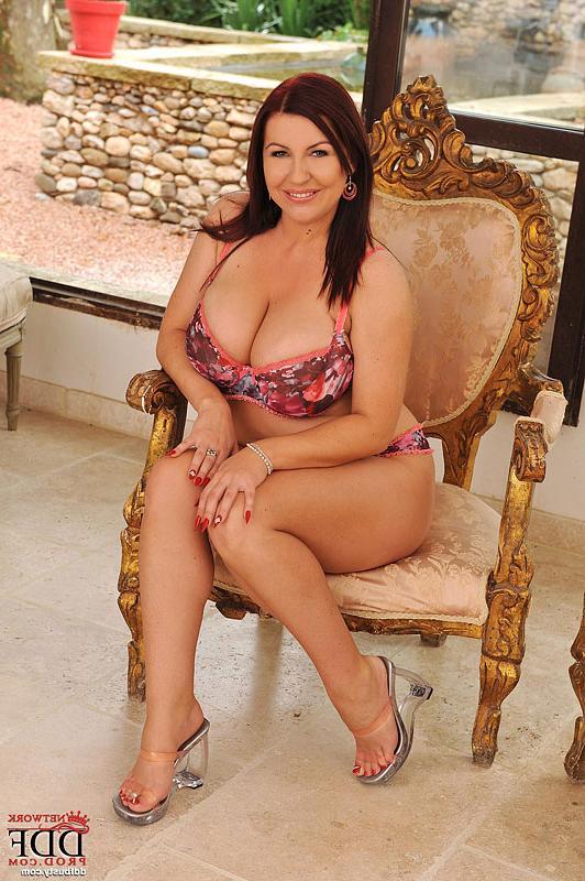 Крупная страстная дама