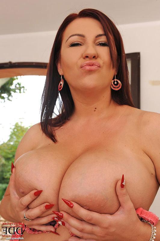 Крупная сексапильная дама