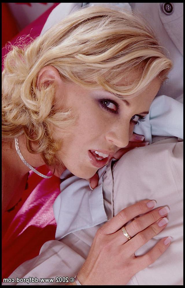 Опытная блонди готова на качественный трах