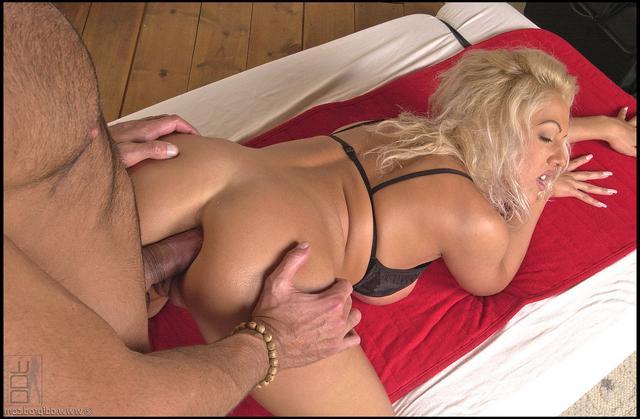 Кристина делает порно массаж клиенту