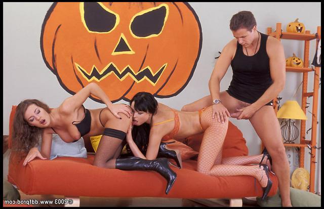 Ебля, утроенная накануне Хеллоуина смотреть эротику