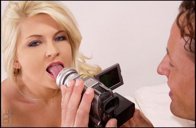 Порно актриса отдалась своему фотографу