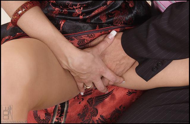 Элитная тёлка оказывает секс услуги