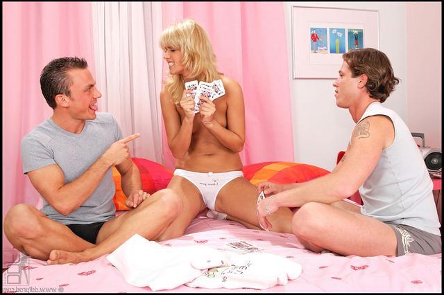 Секс после карточной игры