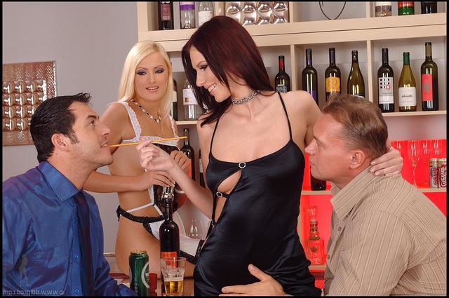 Групповой трах на пьяной вечеринке