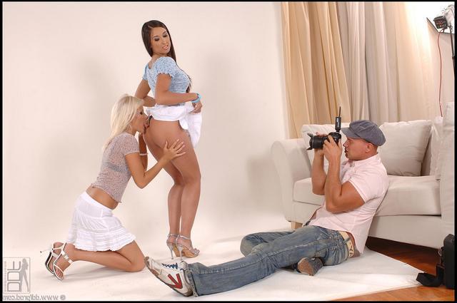Фотограф занимается сексом с 2-мя моделями