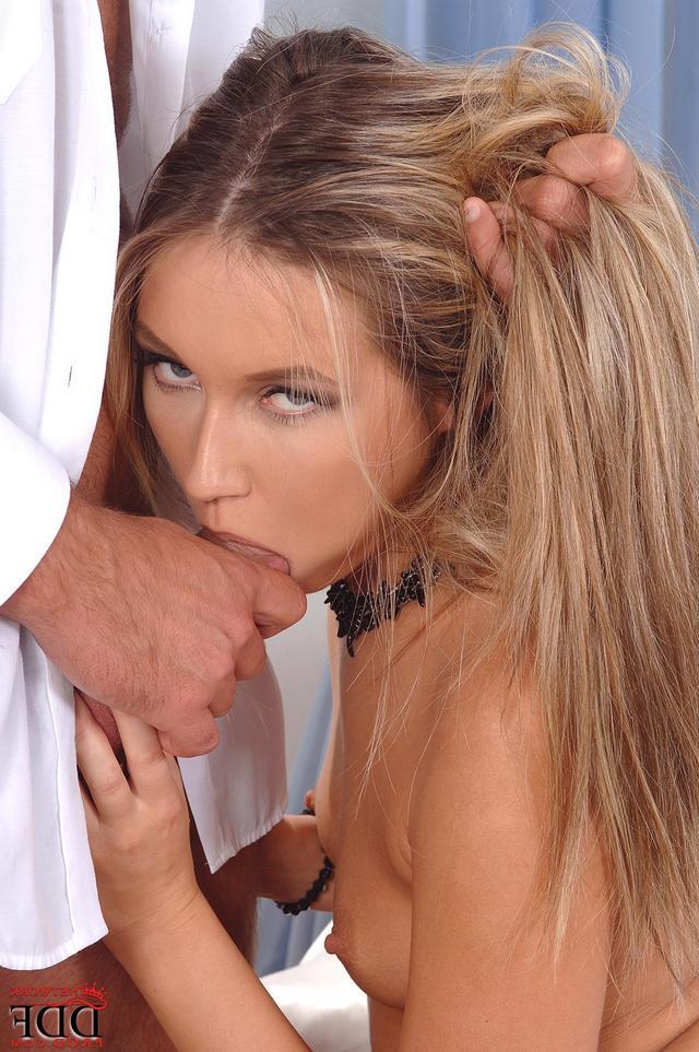 Сексапильная сучка наслаждается фаллосом соседа