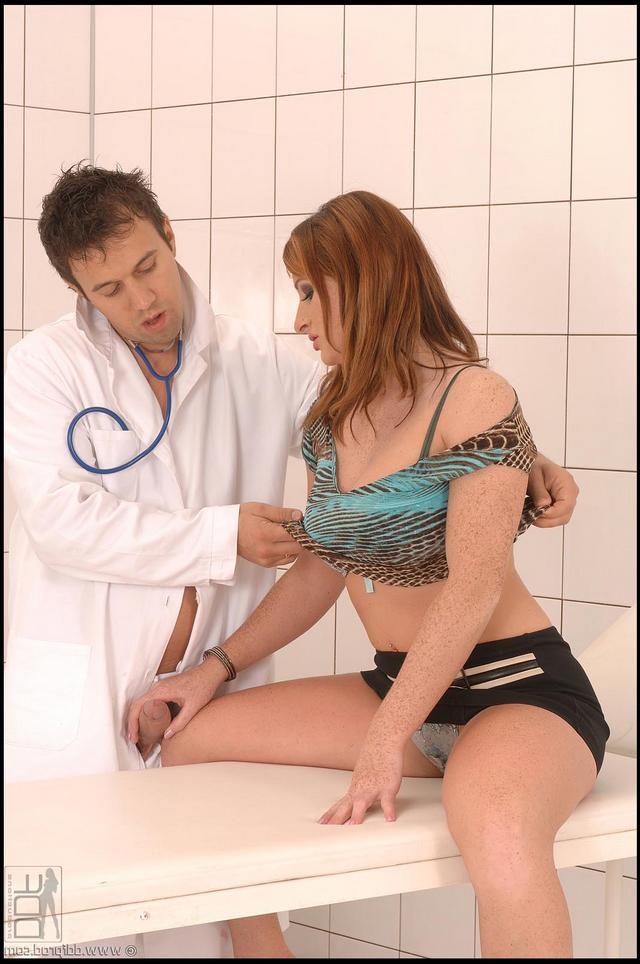 Врач отымел красивую пациентку секс фото