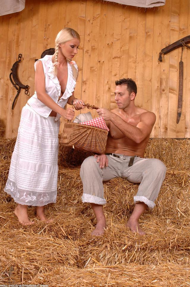 Секс домашнее на сеновале