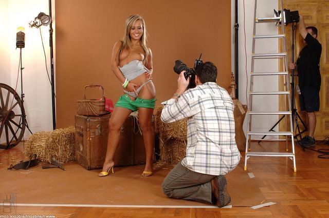 Порноактриса возбудила фотографа
